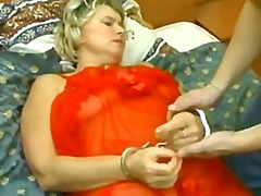 Thumb: Crazy boy abuses mom t...