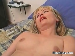 Horny mature blonde sl...