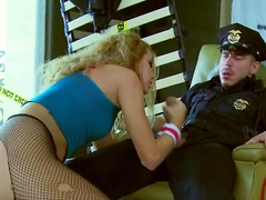 Updatetube Movie:Runaway blonde teenage slut je...