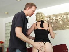 Updatetube Movie:Short haired pale blonde whore...