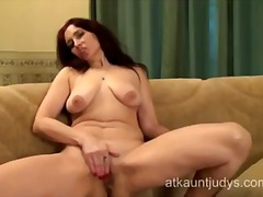 Thumb: Mature karolina shows ...