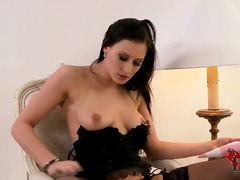 See: Sexy brunette isla pla...