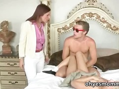 Nuvid - Mature stepmom syren de mer and stepgirl jessie volt have an anal threesome