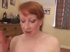 Red uk milf rubbing ar...