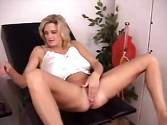 See: Extreme pussy stretchi...