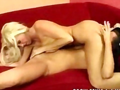 H2porn Movie:Mature woman vs young girl par...