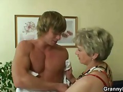 He drills her shaved o... - Keez Movies