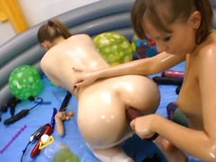 Thumbmail - Relax with these two n...