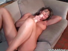 PornoXO Movie:Old milf satisfying pussy with...