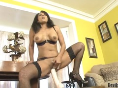 Thenewporn Movie:A foxy mature brunette perform...