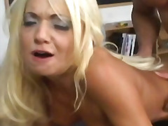 H2porn Movie:Blonde mature mom takes it anal