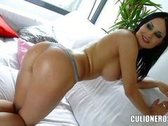 Hotshame Movie:The attractive brunette with a...