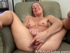 See: Milf alyssa dutch spre...