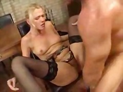 Mature lady make an anal