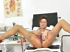Thumbmail - Older amateur mother c...