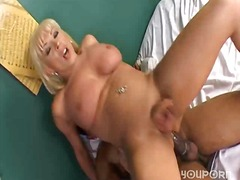 Guy fucks blonde milf tranny