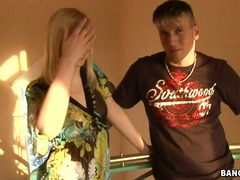Updatetube Movie:Yasmine gold lives in hungary and