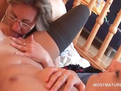 Mature lesbo in glasse...
