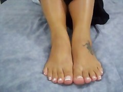 Latina feet in lotion ... video