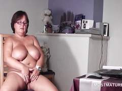 Nuvid - Big titted mature babe pleasuring her horny cunt
