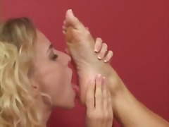 Thumb: Blond foot worship
