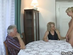 His gf and parents in ... video