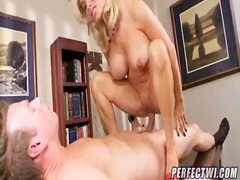 Diamond foxxx uses her gru... - 09:02