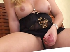 Non-stop blonde with b...
