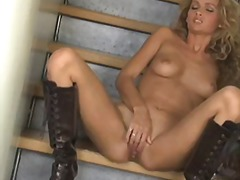 Curly haired breathtaker prinzzess fe...