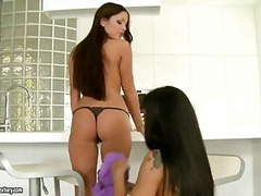 Two sexy brunettes have un... - 07:00