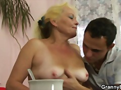 Flabby oldie spreads h...