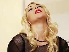 Glamorously beautiful blonde victoria summers takes