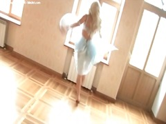 Thumb: Dancing blonde in ling...