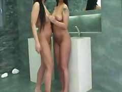 Simony and her friend ... video