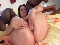 Stockinged mature plea... - IcePorn