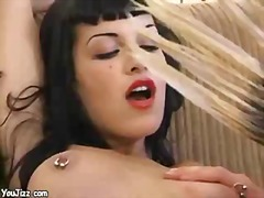 Sun Porno Movie:Hot goth babe fucks a punk roc...