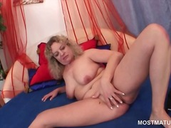 Thumbmail - Curly hot mature strip...