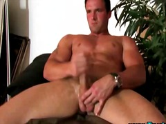 Hunk solo pornstar blows his load