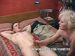 Boy finds mom masterba...