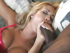 H2porn Movie:Interracial threesome with ana...