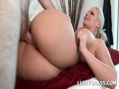 Round ass blonde tramp cun... - 05:09