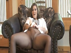 Sexy milf getting off ...