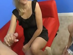 Thumbmail - Mature woman jerks a h...