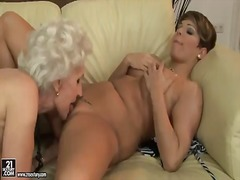 Young and old lesbo ho... - Pornoid