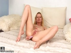 Pornoid Movie:Ann marie and her pink and bla...