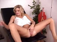 Extreme pussy-stretching - Xhamster