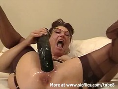 Amateur wife fisted an...