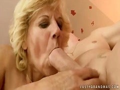 Horny granny lili shows her hairy pus...