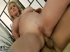 Naughty blonde milf mo...