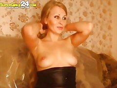 Perfect blonde judie i...